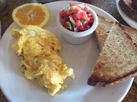 Claire's on Cedros: Breakfast at Claire's in Solana Beach, CA