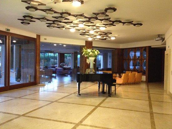 Conca Park Hotel: Lobby area near restaurant