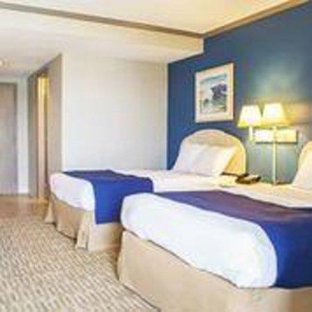 Sea Esta Motels III: Two Double Rooms facing Kitchenette