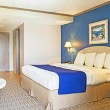 Sea Esta Motels III: Single King Room Facing Kitchenette