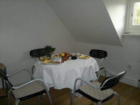 Ferienwohnungen Weiss : Frühstücken in der Küche