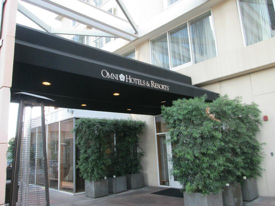 Omni Los Angeles at California Plaza: Entrance on Floor 3 outside Noe Restaurant