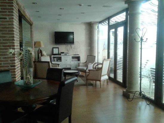 Hosteria del Mudéjar: Salón entre el restaurante y el patio