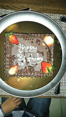 Outrigger Mauritius Beach Resort : Birthday cake