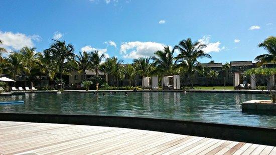 Outrigger Mauritius Beach Resort : Pool area