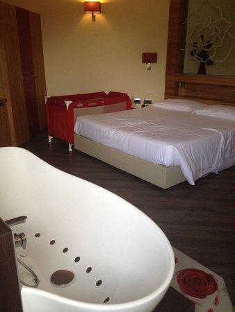 Vasca idromassaggio direttamente in camera da letto - Foto ...