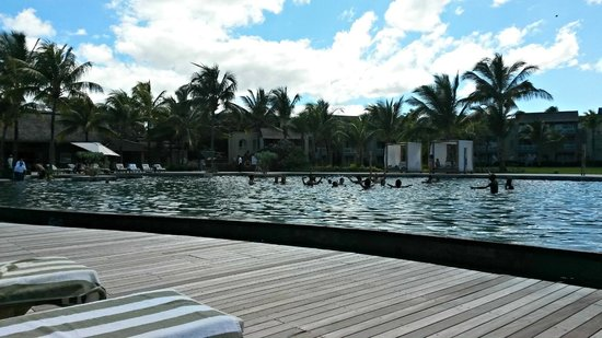 Outrigger Mauritius Beach Resort : Pool area