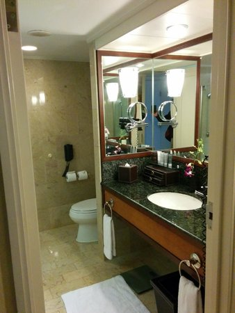 JW Marriott Hotel Hong Kong: Bathroom... awesome
