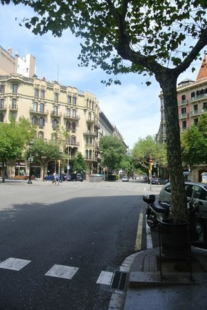 Hostal Ciudad Condal : Rue dans laquelle est situee l'hostal