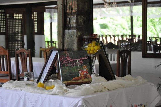 Sonya's Secret Garden: Dining area