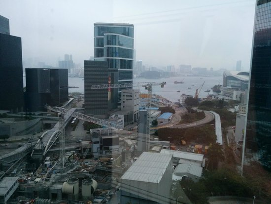 JW Marriott Hotel Hong Kong: View to the harbour... not too close :(