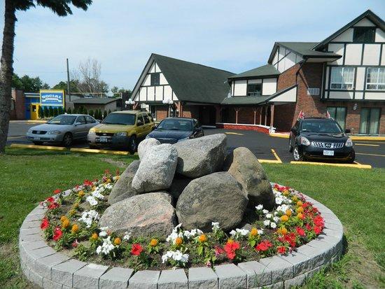 Canadas Best Value Inn Trenton: Exterior