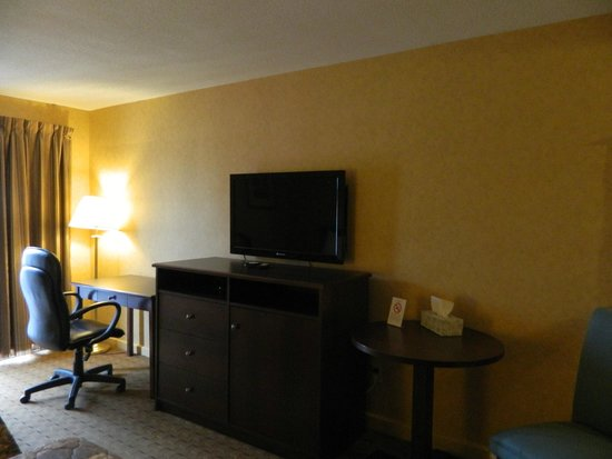 Canadas Best Value Inn Trenton: room
