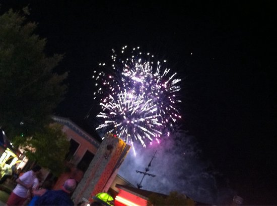 Broadway at the Beach : Even fireworks!