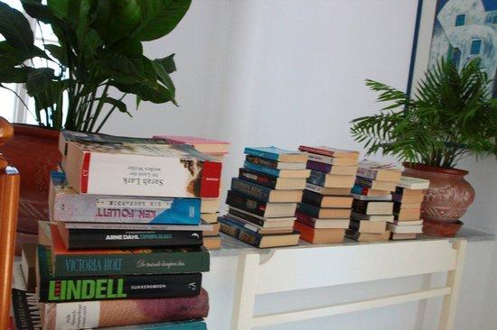 Hotel Matina: Books to borrow