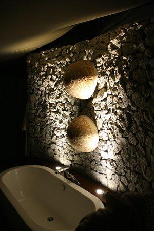 andBeyond Ngala Tented Camp : Indoor bathtub