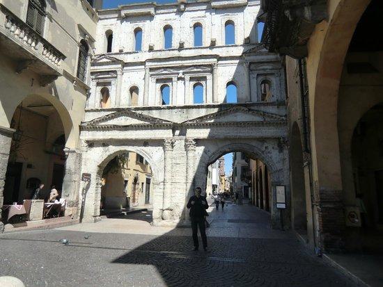 Porta dei Borsari: без комментариев