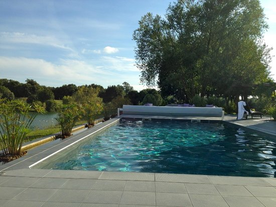 Hotel Les Jardins du Lac: Swimming pool