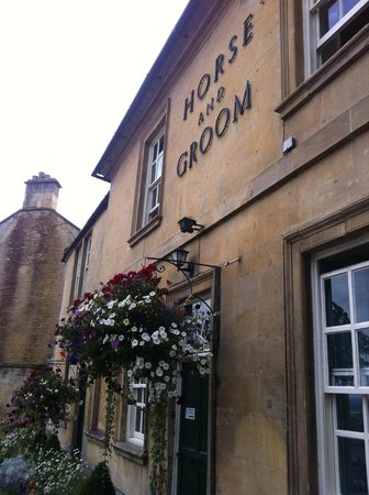 The Horse and Groom: The front