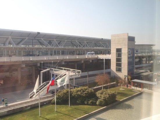 Holiday Inn Santiago Airport: vista del aeropuerto desde la habitacon