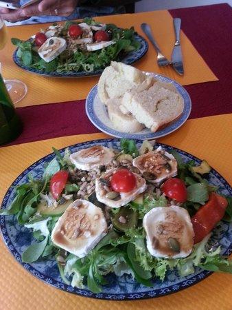 Restaurant Lung TA : salade avec du pain maison