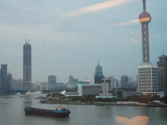Les Suites Orient, Bund Shanghai: Perl Tower view from room