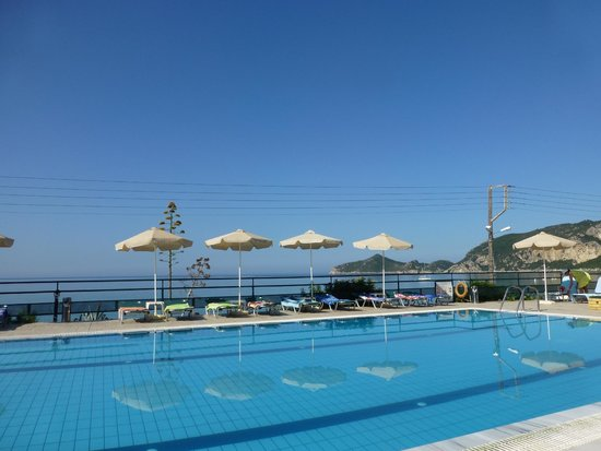 Hotel Costas Golden Beach: Pool and sea beyond