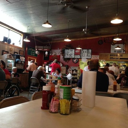 Riverport Barbeque : Line up, order up, sit down, chow down