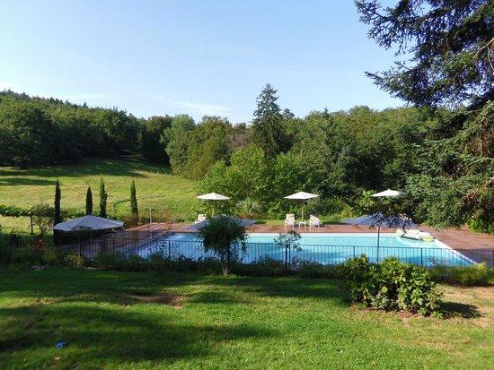 Le Castelet : La piscine et sa plage