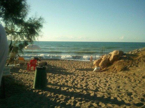 Fiesta Hotel Garden Beach: Accesso alla spiaggia