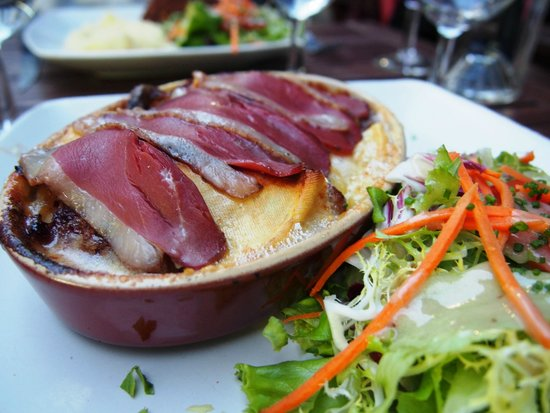 Le Jardin d'en Face: Smoked duck with cheese and potatoes,