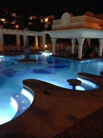 Hotel Riu Vallarta : The Pool by night