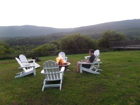 Hill Farm Inn : Fire pit