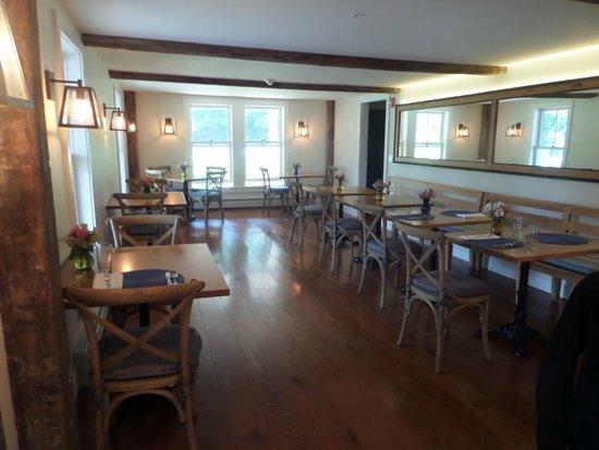 Hill Farm Inn: Dining room