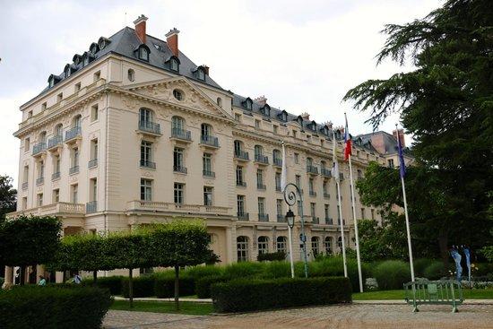 Front view of trianon hotel versailles billede af trianon palace versailles a waldorf astoria - Hotel trianon versailles ...