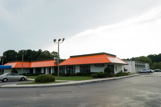 Travelers Inn and Suites I-95 Exit 145