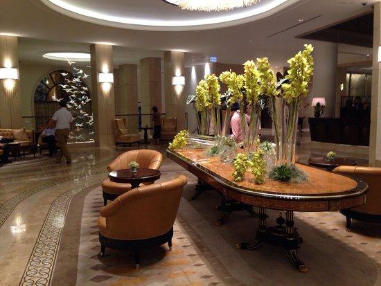 Waldorf Astoria Jerusalem: Lobby. So very elegant.