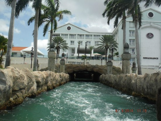 Renaissance Aruba Resort & Casino: View of the hotel from the boat