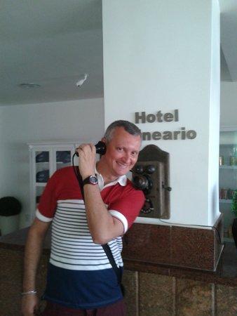 Hotel Balneario Cabo Frio : Telefone antigo com linha na recepção...