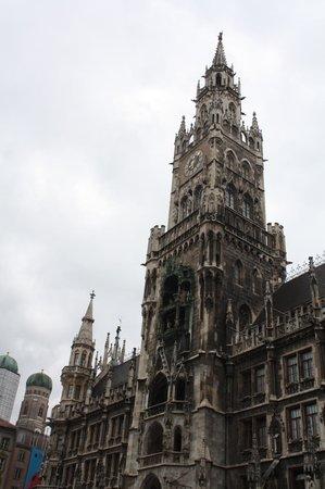Marienplatz: Ls torre del reloj del ayuntamiento