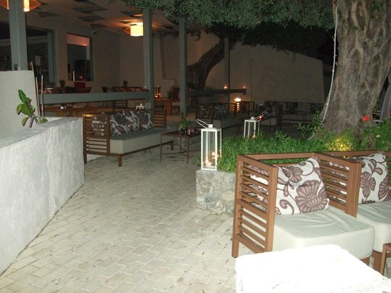 Aeolos Beach Resort : Lagoon Bar at Night - Lovely but Adult Only Pay Bar - Not in all inclusive