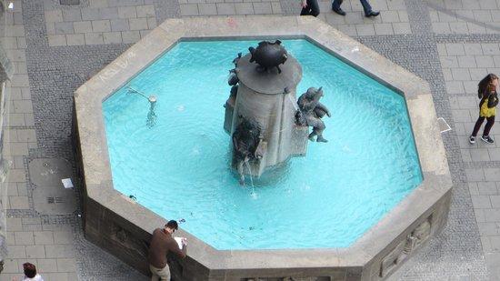Marienplatz: La fuente del pez