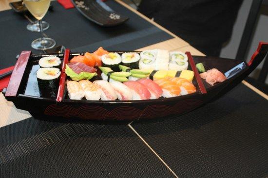 Vilvoorde, Belgium: Sushi boot