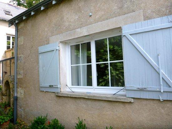 Maison Melrose : Main floor bedroom window
