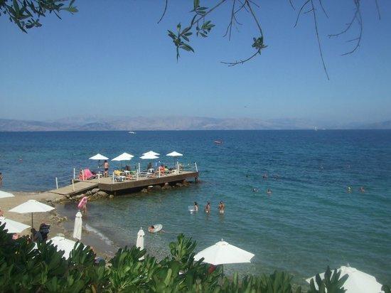 Aeolos Beach Resort: Beach and Jetty