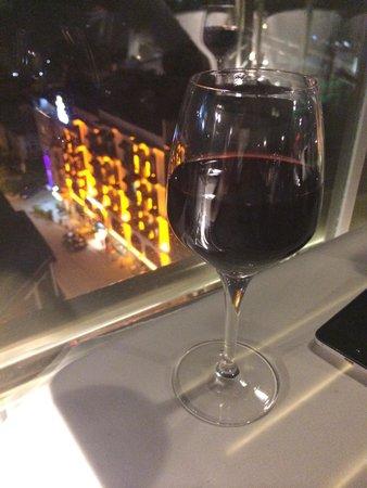 Telescopic Restaurant: Два бокала вина : 26 лир