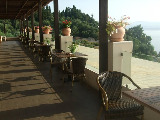 Aeolos Beach Resort: Terrace - Lovely place to enjoy morning coffee or early evening drinks