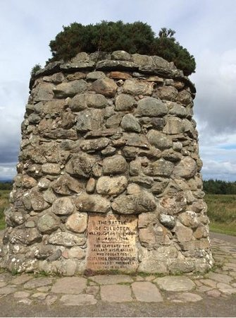 Culloden Battlefield: Monument in the Cemetery