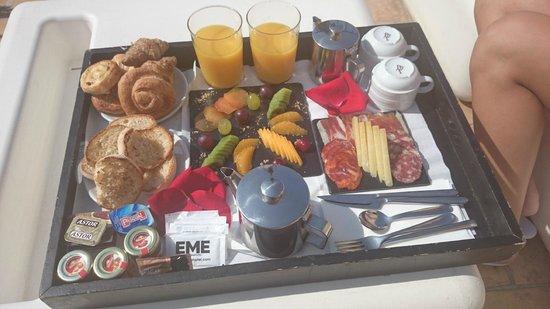 EME Catedral Hotel : Desayuno en la habitacion