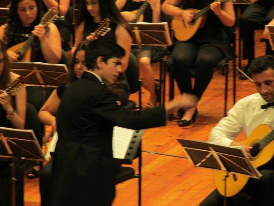 Madeira Mandolin Orchestra: Der jüngste Dirigent Oscar Ramos